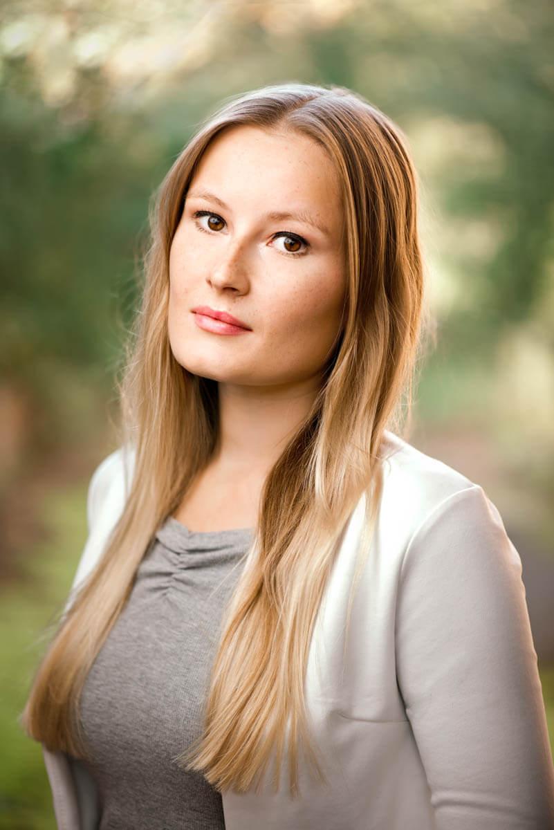headshot outdoors actress
